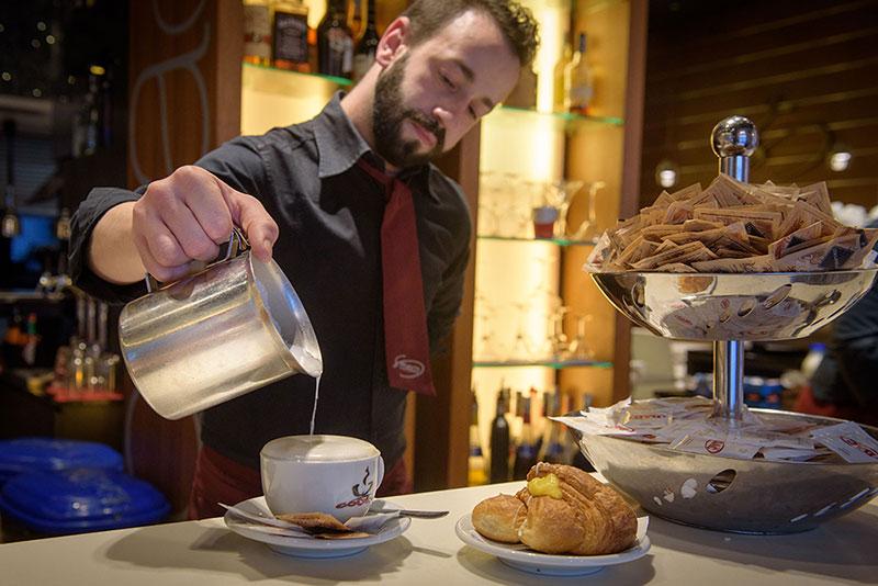 http://www.mtgrouplocali.com/wp-content/uploads/2017/01/Storico-Louge-Cafe24.jpg
